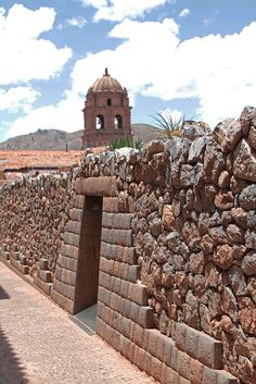 Incan housing block with the belfry of Santo Domingo on the background. Cusco. Perú ~ UNESCO World Heritage Site.  Photo: daniel.virella, via Flickr