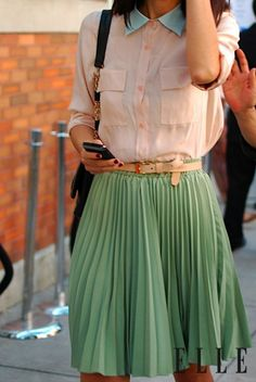 Street Style 2020 - Stylish Concert, Festival, and Fashion Week Street Looks Street Style Chic, New York Fashion Week Street Style, Looks Street Style, Looks Style, Mint Skirt, Pastel Skirt, Skirt Belt, Pastel Outfit, Chiffon Skirt