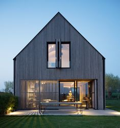Architectural holiday homes and holiday rentals in Belgium, award winning design, original engineering, holiday architecture. Modern Barn House, Barn House Plans, Shed Homes, Prefab Homes, Scandinavian Architecture, Modern Architecture, House Cladding, Lucca, Home Fashion