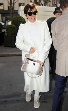 Kris Jenner juxtaposed her seriously chic all-white ensemble with oversized jet black square sunnies!