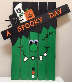 Halloween Frankenstein Pallet Decoration - Real Time - Diet, Exercise, Fitness, Finance You for Healthy articles ideas Fall Wood Crafts, Halloween Wood Crafts, Halloween Porch, Diy Halloween Decorations, Wooden Crafts, Craft Stick Crafts, Holiday Crafts, Pallet Decorations, Halloween Pallet Signs
