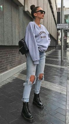 60 trendy spring outfits for the beach . - 60 trendy spring outfits for street style – # Spring outfits – casual outfits – - Rihanna Street Style, Street Style Outfits, Casual Street Style, Mode Outfits, Street Outfit, Trendy Style, Tims Outfits, Flannel Outfits, Men's Outfits