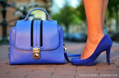 Blue is the color. Check out more on www.formulafarah.com. By Formula Farah #fashion #blogger #fashionblogger #formulafarah #detail #bag #heels #blue