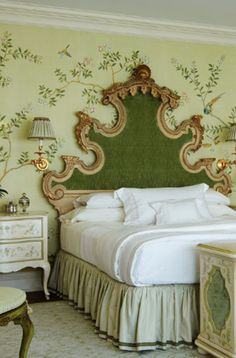 de Gournay: Our Collections - Wallpapers & Fabrics Collection - Chinoiserie Collection- And that headboard! Beautiful Bedrooms, Beautiful Interiors, Green Bedroom Decor, Green Bedroom Walls, Interior Exterior, Interior Design, Design Design, Design Ideas, Shabby