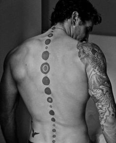 columna tatuajes para hombres