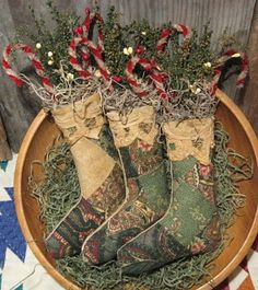 Olde Annie Primitives: Christmas Ornies!