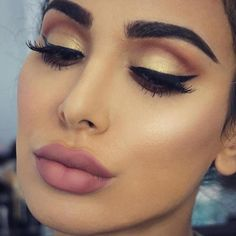 """166.6k Likes, 800 Comments - Huda Kattan (@hudabeauty) on Instagram: """"This is one of my fav looks created using our #hudabeautyrosegoldpalette"""""""