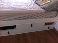Desde que escolhemos nosso apartamento eu já sabia que nosso quarto seria pequeno e não teríamos muito espaço, eu queria uma cama queen, mas pra isso iria perder espaço de armário. Eu sou super peq…