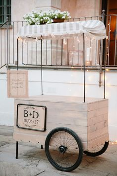 Peonie per un matrimonio blu Drink Stations, Sweet Tables, Mobile Bar, Milkshakes, Booth Design, Scandinavian Interior, Weeding, Business Ideas, Wedding Engagement