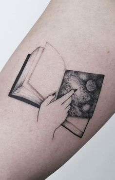 Mini Tattoos, Cute Tattoos, Tatoos, Small Tattoos, Bookish Tattoos, Skin Drawing, Aesthetic Tattoo, Book Tattoo, Piercing Tattoo
