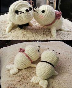 http://wixxl.com/free-amigurumi-patterns/ Free Amigurumi Baby Seals Pattern