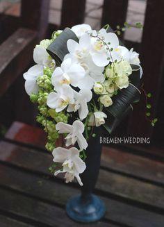 Thank you ♪ の画像|ウェディングブーケのデザイン集 Cascading Wedding Bouquets, Cascade Bouquet, Bride Bouquets, Wedding Flowers, Ikebana Flower Arrangement, Orchid Arrangements, Sunflower Bouquets, Floral Bouquets, Hand Bouquet