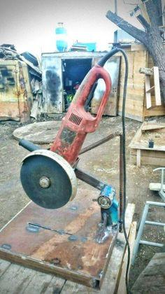 Sensational cultivated work in metal welding Share your work Metal Tools, Old Tools, Metal Projects, Welding Projects, Belt Grinder Plans, Metal Bending, Blacksmith Tools, Welding Table, Steel Art
