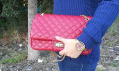http://unachicasual.blogspot.com/2014/01/amor-azul.html  jersey, bolso, reloj, bag, watch, rojo, oro, azul, red, blue, gold, fashion, accesorios, inspiration, ootd, fashionblogger, moda, look