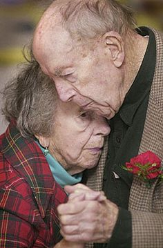 ~The last dance~true love endures life storms Vieux Couples, Old Couples, Elderly Couples, Hugs, Grow Old With Me, Growing Old Together, Old Folks, Lasting Love, Last Dance