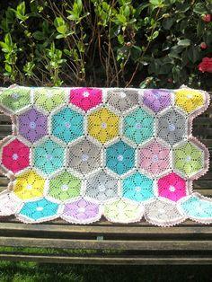 Lente deken - GeHaakt door Marijtje. Similar free Granny's Garden Hexagon pattern by Cherie Durbin here http://www.ravelry.com/patterns/library/grannys-garden-hexagon-crochet-pattern