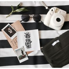 Amanhã: Photoshoot Day! Estamos ansiosos e preparando tudo pras fotos de amanhã!!! #photo #shoot #instax #flatclothing #fashion #stripes #pola