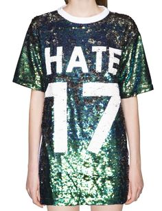 35 Chic Jersey Fashions - From Suggestive Sportswear Collections to Couture Urban Apparel Urban Apparel, Urban Fashion Trends, Funky Fashion, Jersey Fashion, Sport Fashion, Outfits Fiesta, Couture, T Shirts For Women, Clothes For Women