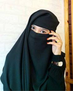 Jangan terlalu memikirkan apa yg akan terjadi di masa depan. Tak peduli bagaimana kamu merencanakan, rencana Allah lebih baik dari… Hijab Niqab, Ootd Hijab, Beautiful Muslim Women, Beautiful Hijab, Arab Girls, Muslim Girls, Niqab Fashion, Hijab Cartoon, Muslim Beauty