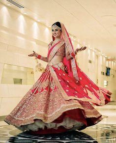 Ideas For Indian Bridal Lehenga Red Beautiful Wedding Bride Wedding Lehnga, Indian Wedding Bride, Indian Bridal Lehenga, Indian Bridal Wear, Indian Wedding Outfits, Bridal Outfits, Indian Outfits, Bridal Dresses, Indian Weddings