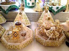"الهدايا "" ميادي"" Big Wedding Cakes, Wedding Set Up, Post Wedding, Wedding Favors, Wedding Gifts, Moroccan Bride, Moroccan Theme, Moroccan Wedding, Arab Wedding"