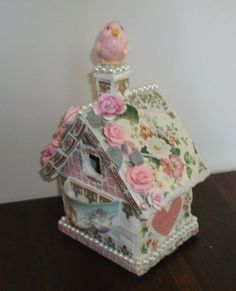 pink mosaic birdhouse ~ I <3 the use of the pearls on this one... and it's PINK!