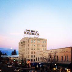 We love a good Bozeman sunrise, especially when the moon makes an appearance! #bozeman #montana