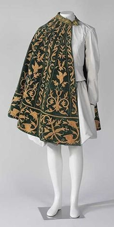 Cloak, the Museu del Disseny (Fripperies and Fobs) Historical Costume, Historical Clothing, Renaissance Clothing, Renaissance Fashion, Cool Outfits, Fashion Outfits, Fashion Goth, Steampunk Fashion, Fashion Clothes