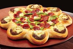 Move over Zinger pie and waffle taco, meet the new fast food frankenfood - the burger stuffed pizza crust. Healthy Pizza Recipes, New Recipes, Cooking Recipes, Paleo Pizza, Waffle Taco, Cheese Crust Pizza, Pizza Burgers, Chicken Pizza, Pizza Hut