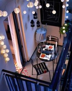Really like this small balcony look (CC). small balcony can be awesome too. lighting in a small balcony Small Balcony Design, Tiny Balcony, Small Patio, Balcony Garden, Balcony Ideas, Small Balconies, Patio Ideas, Condo Balcony, Terrace Ideas