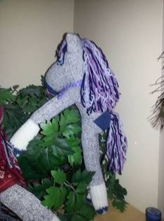One day I was scrolling thru things to make for my grandson for Christmas. I came across this cute sock horse that was make just like a sock monkey. Now that Christmas is almost upon us I figured… Sock Monkey Pattern, Sock Monkey Baby, Sock Toys, Sock Animals, Cute Socks, How To Make Clothes, Horses, Quilts, Dolls