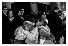 Art and Entertainment Sabine Weiss, Willy Ronis, Robert Doisneau, Arts And Entertainment, Entertaining, Life, Vintage, Kisses, Mirror