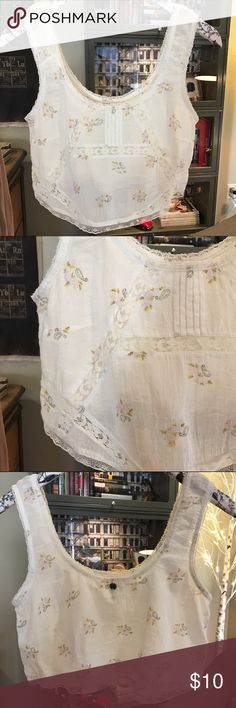Billabong Crop Top Billabong white crop top with understated floral details and lace accents and lace trim. Very sweet and dainty. Great condition only worn once. Billabong Tops Crop Tops