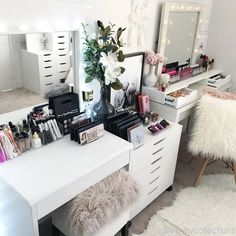 Love having a clean and tidy beauty room. Makes a great start to a new week. . So many makeup storage items on our website and we now have live chat messenger too. If you have any questions whilst on the website or are unsure of any product details just send us a message. If we're not there - we'll email you back generally within a few hours . Link to our website on our Instagram page
