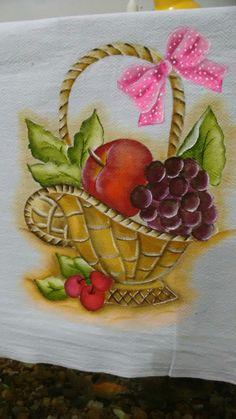 Pano de prato um de meus trabalhos de pintura amo essa pintura gosto muito de fazer essa cesta com frutas. Elaine tomé.