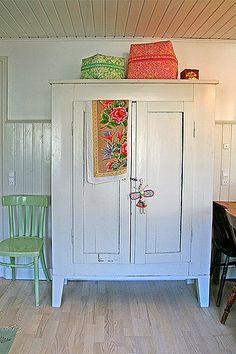https://flic.kr/p/69GMgj | Vintage cupboard | My white vintage larder cupboard…