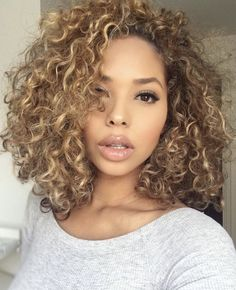 Shoulder length weave of Bob Haircuts ideas female-Schulterlange Webart Bob Haircuts Ideen weiblich Beautiful curly hair - Dyed Curly Hair, Curly Hair Styles, Short Curly Hair, Natural Hair Styles, Shoulder Length Curly Hairstyles, Colored Curly Hair, New Natural Hairstyles, Female Hairstyles, 1980s Hairstyles