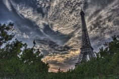 Painting the Sky (photo Trey Ratcliff).. #Paris is a city which gives tourists strong emotions.. #HalldisDiscover #loveparis
