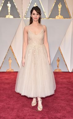 HOLLYWOOD, CA - FEBRUARY 26: Actor Felicity Jones attends the 89th Annual Academy Awards at Hollywood