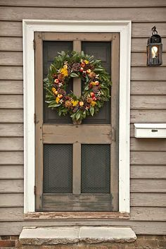 Needed idea for a beautiful screen door! For Journalists - Images : The Colonial Williamsburg Official History & Citizenship Site Decor, Door Decorations, Wreaths, Front Door, Farmhouse Front, Old Screen Doors, Porch, Screen Door, Doors
