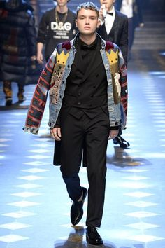 The complete Dolce & Gabbana Fall 2017 Menswear fashion show now on Vogue Runway. Men's Collection, Winter Collection, Blazer Fashion, Mens Fashion, Milan Fashion, Fashion Week, Fashion Show, Fall Fashion, Gq