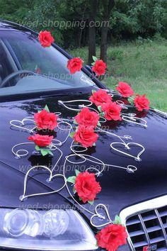 Voiture mariage décoration roses rouges et le coeur