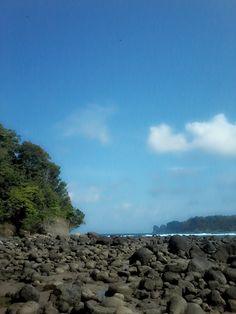 ketenangan suasana pantai