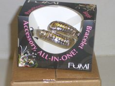 FUMI Bracelet Purse Hook Review – Never Again Will I Ruin My Purse  Who knew ~ a purse hook & bangle/bracelet in one!!! Got to get one of these...