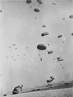 Paratroopers of the First Allied Airborne Army landing east of the Rhine River, 24 March 1945