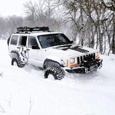 Jeep XJ - let it snow. Jeep Cars, Jeep 4x4, Jeep Truck, Jeep Xj Mods, Cherokee Sport, Jeep Grand Cherokee, Muscle Cars, Badass Jeep, Jeep Commander