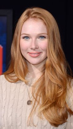 Image from http://c.mwp4.me/media/wallpapers_1080x1920/celebrities/1/2/molly-quinn-celebrity-mobile-wallpaper-1080x1920-13008-935233492.jpg.