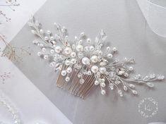 Wedding comb, bridal hair comb, bridal headpiece, wedding hair piece, pearl hair comb, pearl hair piece, hair jewelry ------------------------------------------------------... #bridalhaircomb #bridalheadpiece #bridalhairpiece #weddingheadpiece #pearlhaircomb #crystalhaircomb #weddinghairstyle #floralhairpiece #wedding2017 #weddings #haircomb ➡️ http://jto.li/SfcWy
