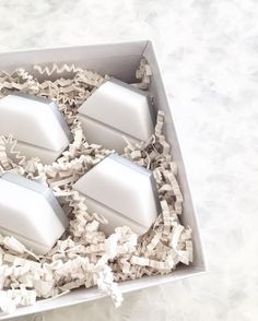 Perfect white & silver hexagon place card holder for your wedding day  #esselle #placecards #wedding #tabletopcollective