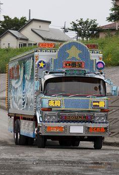 dekotora-ichibanboshi Routes, Truck Art, Fire Engine, Custom Trucks, Cool Trucks, Pickup Trucks, Old Cars, Motor Car, Tractors
